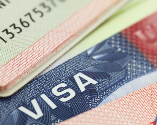 США временно перестали выдавать визы по всему миру
