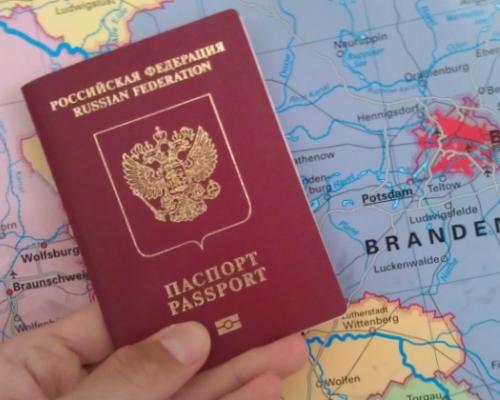 По сообщению Российской газеты, ФМС России планирует сократить срок оформления загранпаспорта с тридцати до двадцати рабочих дней. Данное улучшение будет до
