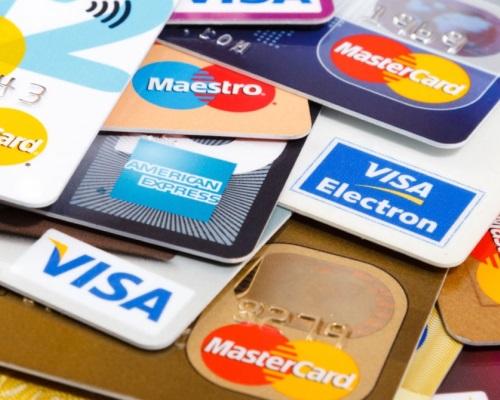 Что взять с собой: наличные или банковскую карту?