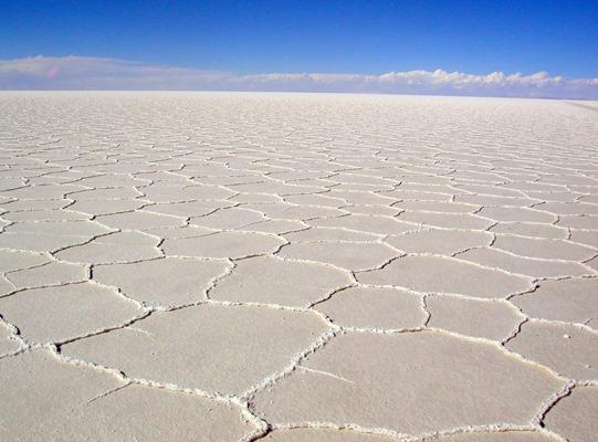 Солончак Уюни - мокрый солончак в Боливии