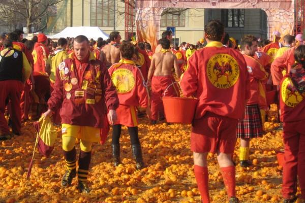 Апельсиновая битва в итальянском городе Иврея