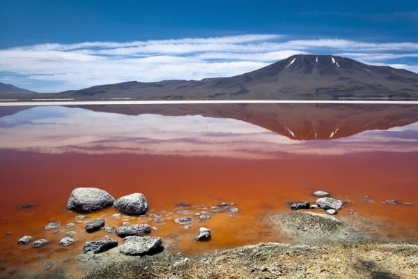 Красное озеро в Боливии